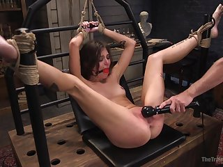 Shivered pamper Kacie Castle fully submits during BDSM threesome