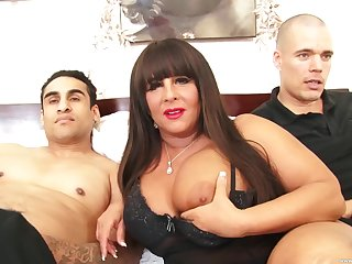 Fat slut Cassidy Eve moans while getting fucked by two studs