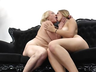 Grown-up blonde lesbian teaches a younger girl how in the world to recital her tongue