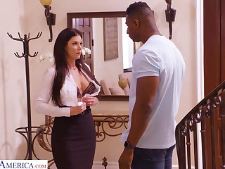 White milf India Summer gives a blowjob and gets her pussy blacked