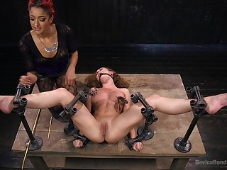 Intense bondage threesome entertainment featuring Daisy Ducati and Roxanne Rae