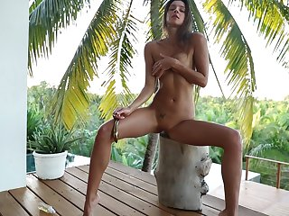 Starkers babe shows wanting some pretty violent solo moves
